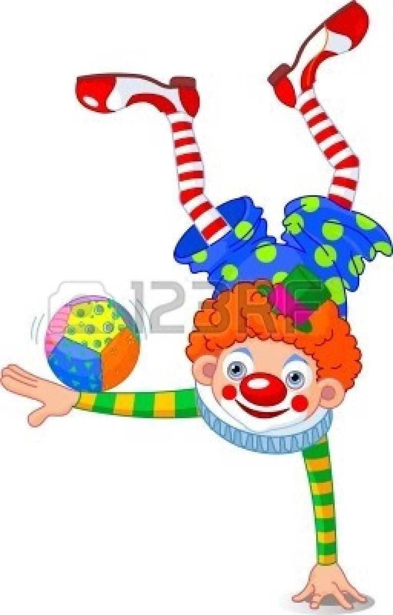 768x1200 Permanent Op Een Hand Van De Acrobat Clown Stockfoto Van Alles