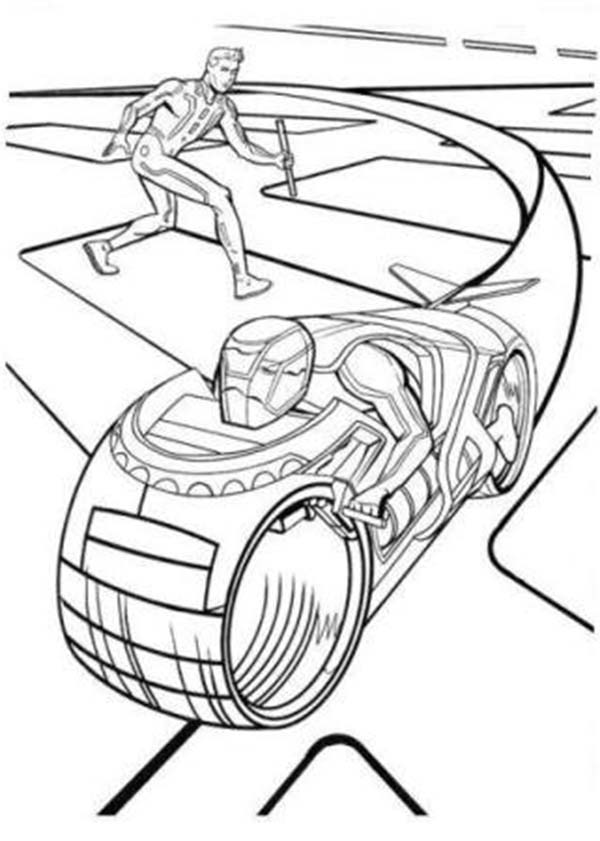 600x841 Tron Legacy Sam Flynn Attack Enemy With Barehand Coloring Pages
