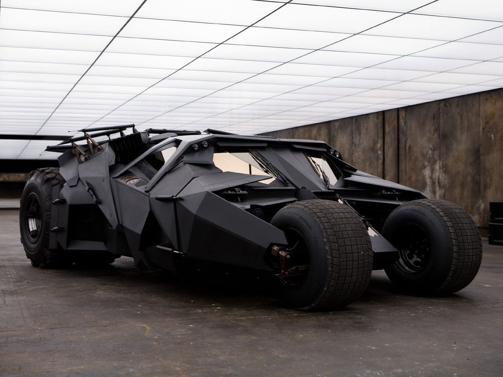 1600x1200 Building Batman's Car The Making Of The Dark Knight's Tumbler