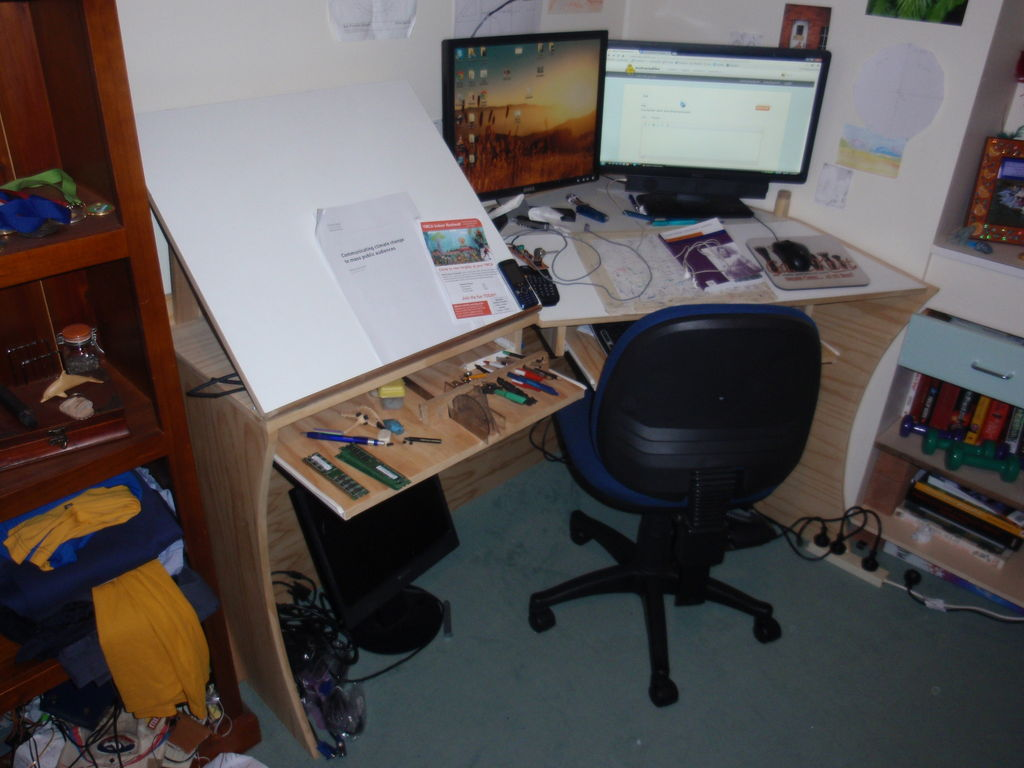 1024x768 Computer Desk And Drawing Board