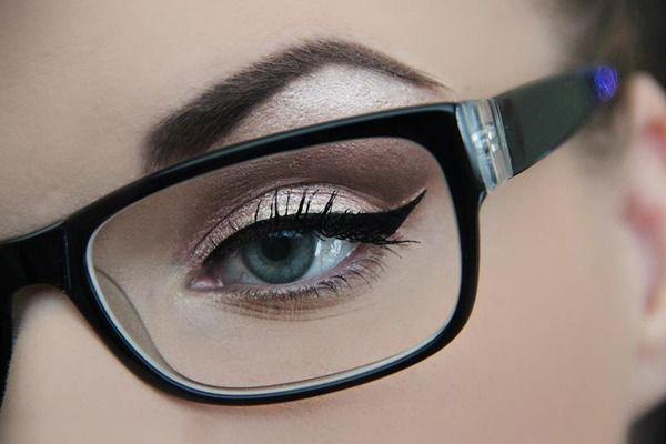 600x400 A Girl's Guide To Makeup With Glasses Glasses And Makeup
