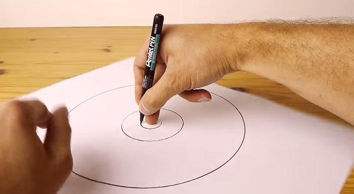 707x389 How To Draw A Perfect Free Hand Circle Every Time With This Cool Trick