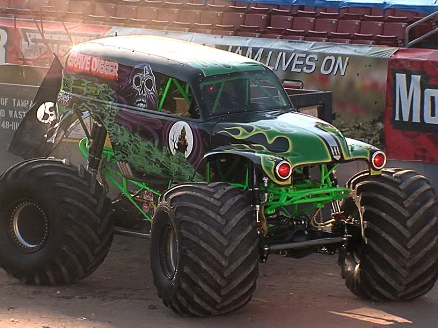 900x675 Driver Of Grave Digger Injured In Monster Jam Show In Tampa