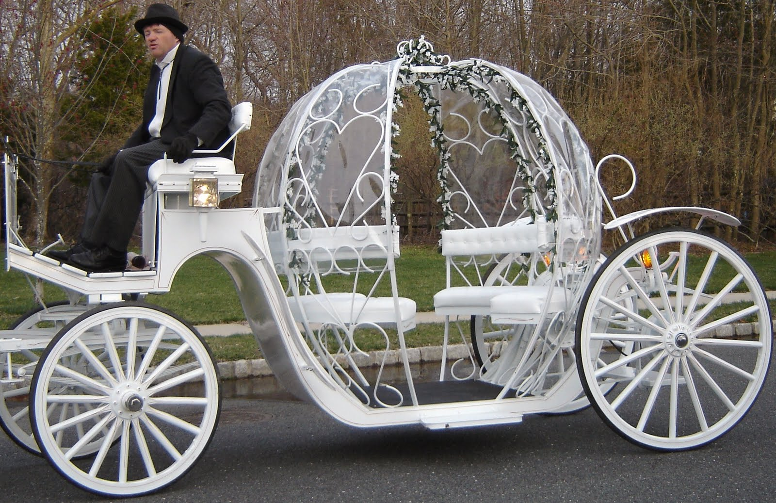 1600x1037 Romantic Horse Drawn Carriages For Wedding