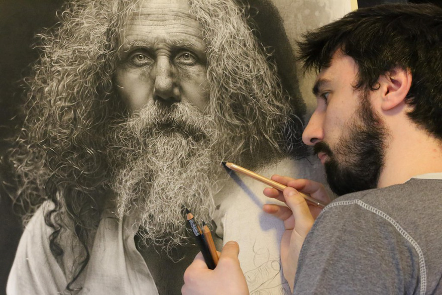 880x587 Artist Spends 100s Hours Drawing Hyperrealistic Art Using