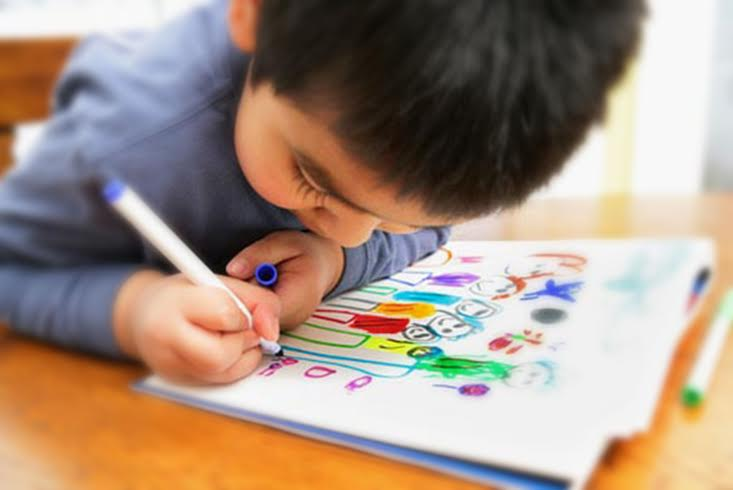 733x490 Encourage Kids To Draw And Express Themselves
