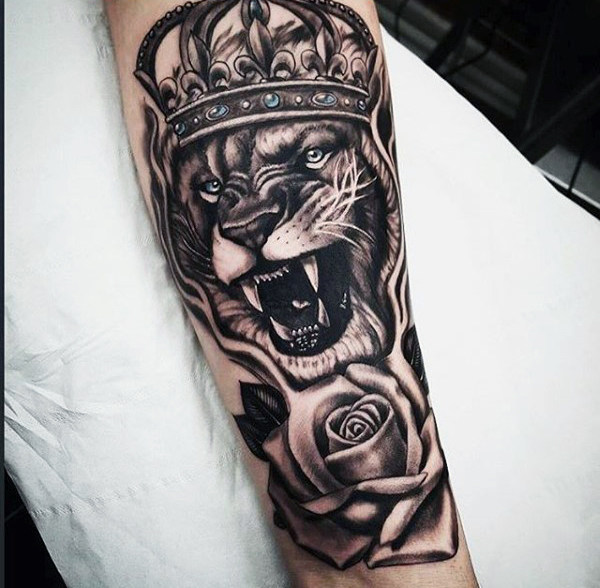 600x588 50 Lion With Crown Tattoo Designs For Men