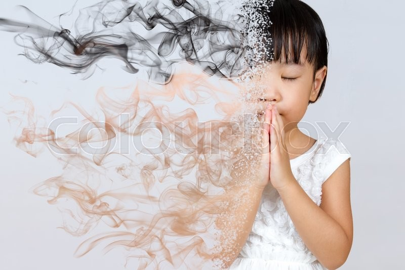 800x533 Asian Little Chinese Girl Praying In Isolated White Background