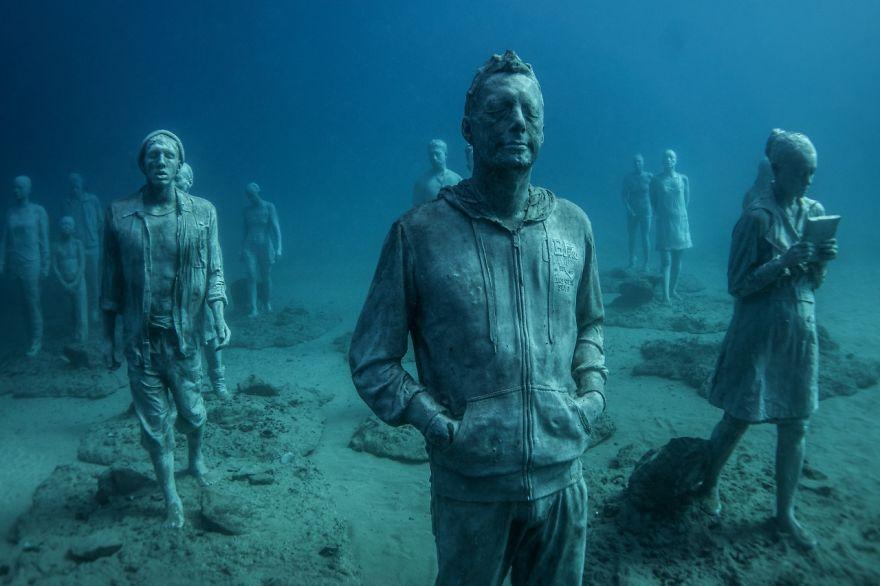 880x586 Breathtaking Underwater Museum Turns Ocean Floor