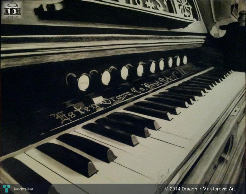 825x653 Piano