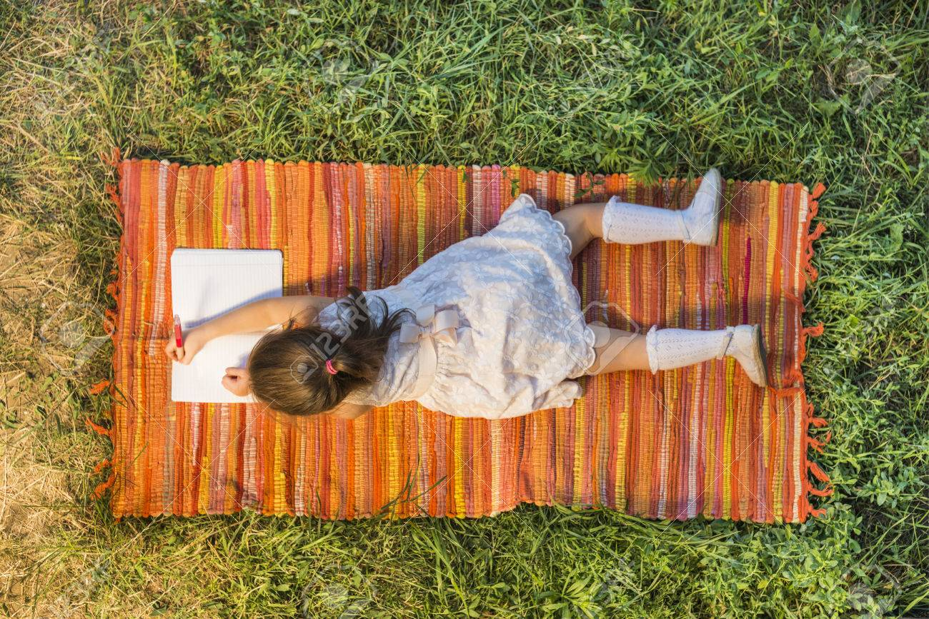 1300x867 Beautiful Little Girl Lying Down On The Picnic Blanket Drawing