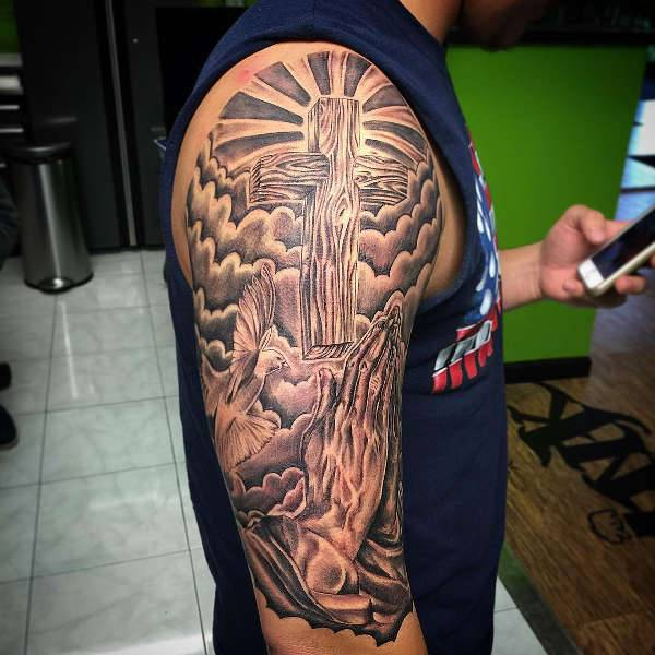 600x600 10 Praying Hands Tattoo Designs Ideas Design Trends