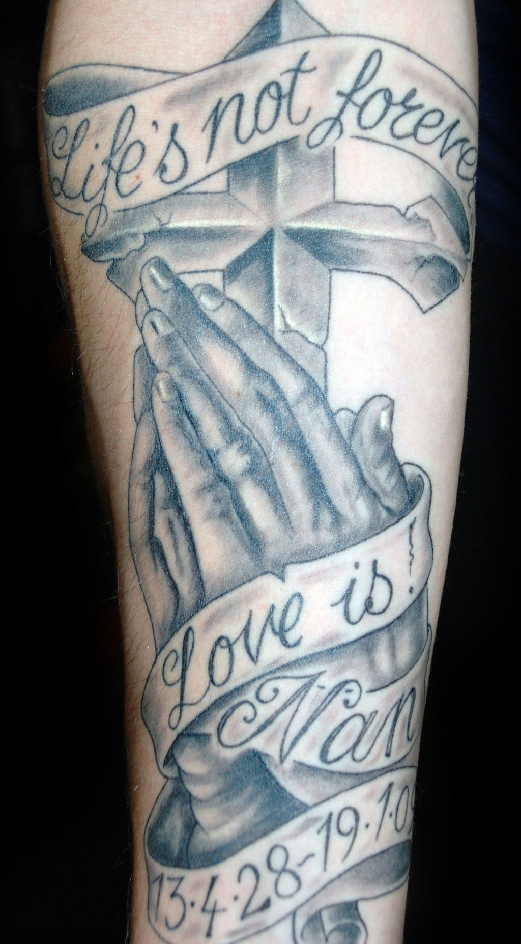1024x1854 Praying Hands With Cross Tattoo Design Cool Tattoos
