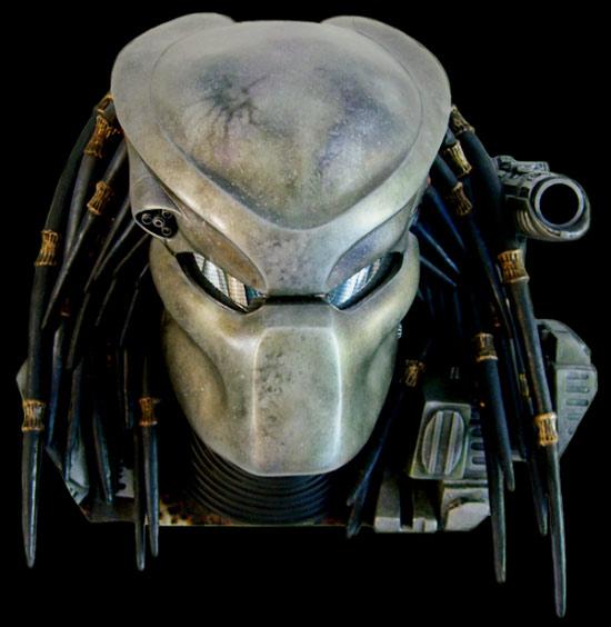 550x564 Predator Bio Helmet With Trophy Wall Mount Display