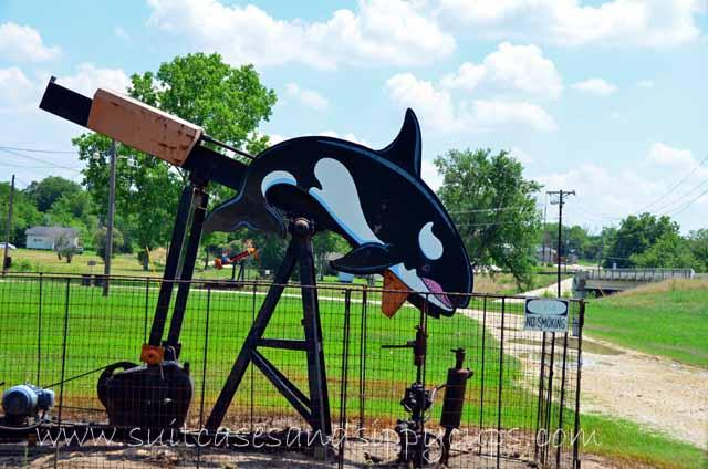 640x424 An Oilfield Pump Jack Made To Look Like A Grasshopper Agi