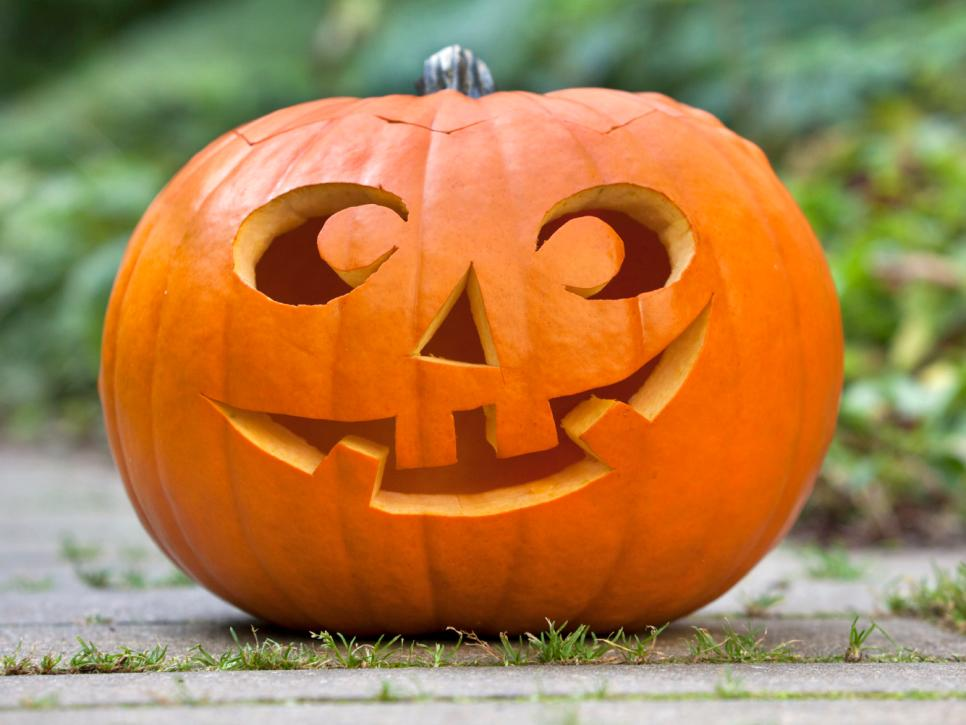 966x725 22 Traditional Pumpkin Carving Ideas Diy