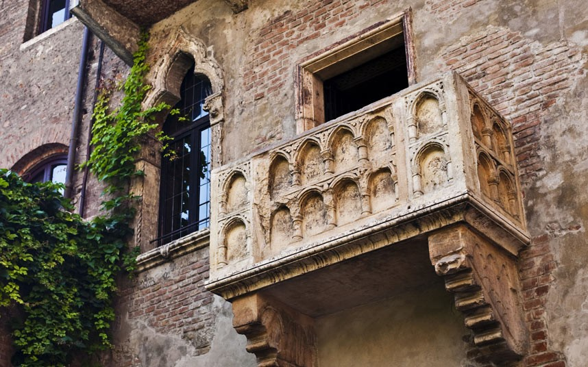 858x536 Verona clamps down on tourists visiting Romeo and Juliet#39s balcony