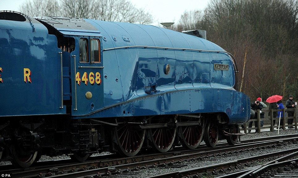 964x578 World's Fastest Steam Locomotive Mallard Gets A Tow From Sister