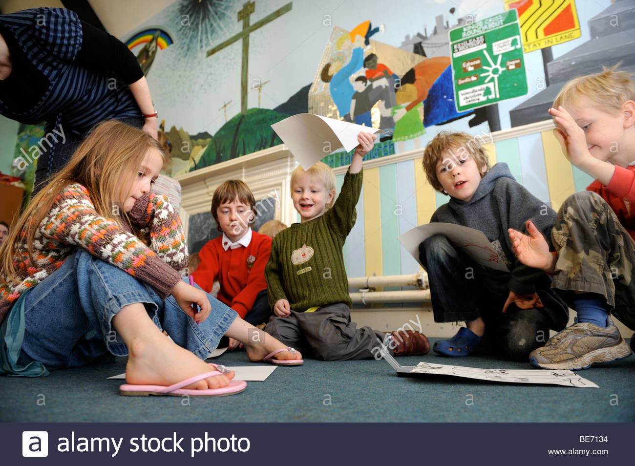 1300x954 Children Drawing Pictures In A Group At A Sunday School Uk Stock