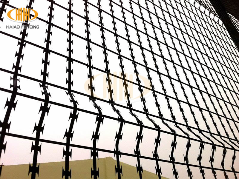 Wire Fence Drawing at GetDrawings.com | Free for personal use Wire ...