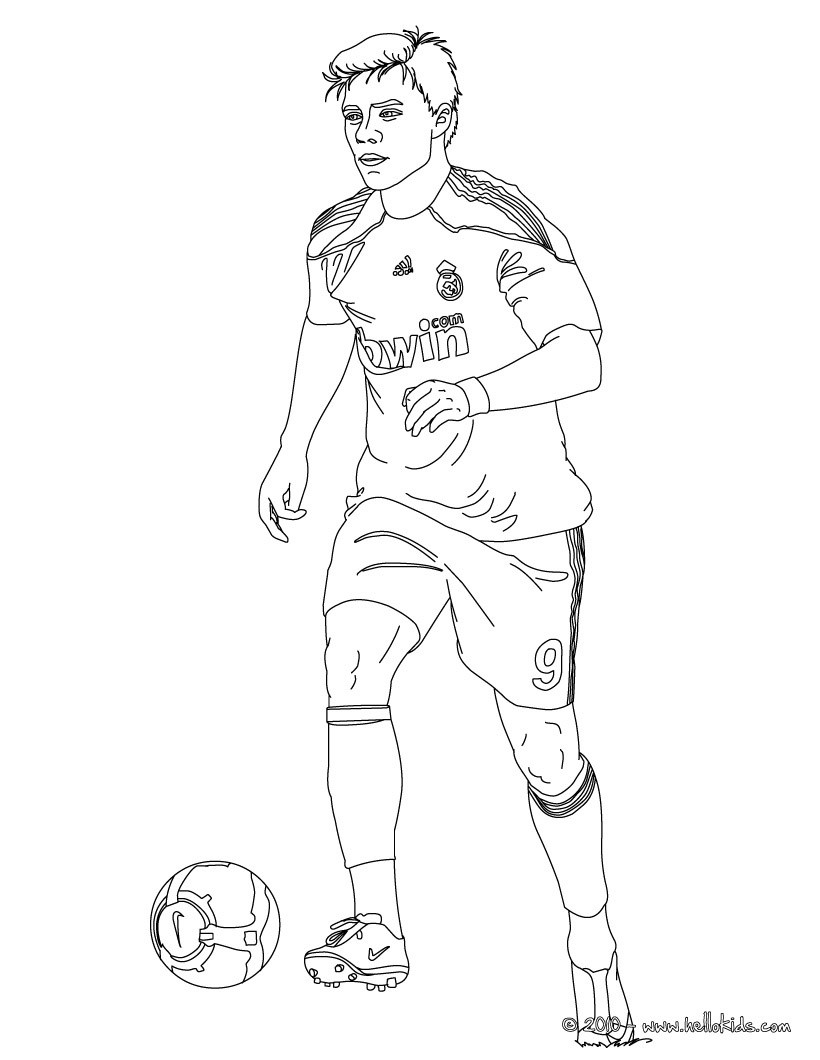 820x1060 Soccer Players Coloring Pages
