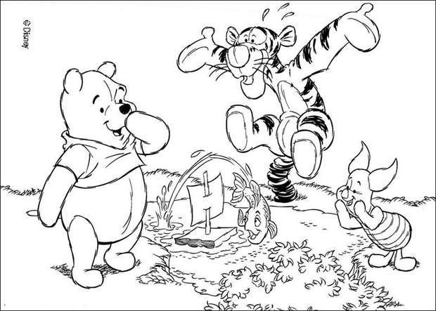 620x443 Winnie, Tigger And Piglet Playing With A Toy Boat Coloring Pages