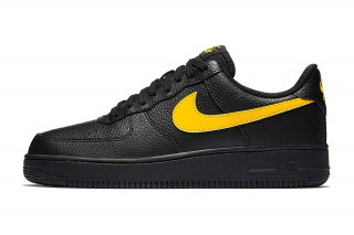 320x213 Nike Releases Ultra Clean Black Leather Air Force 1 Low Pack