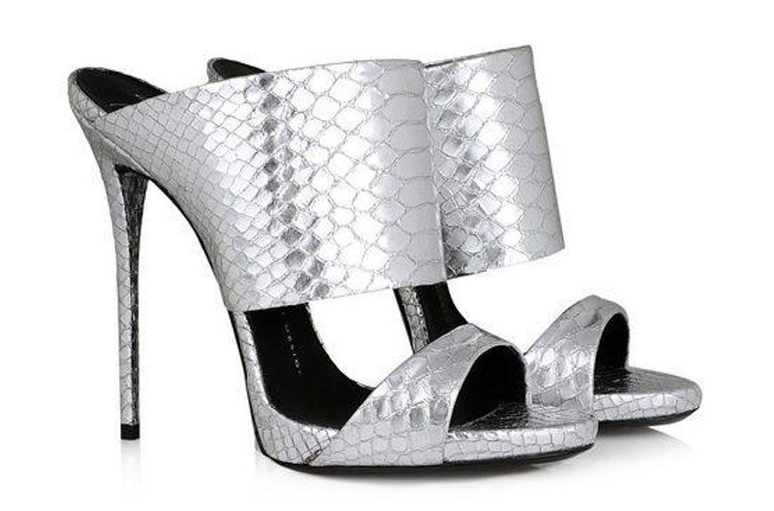 870x575 9 Modern Day Cinderella Slippers Ebay Style Stories