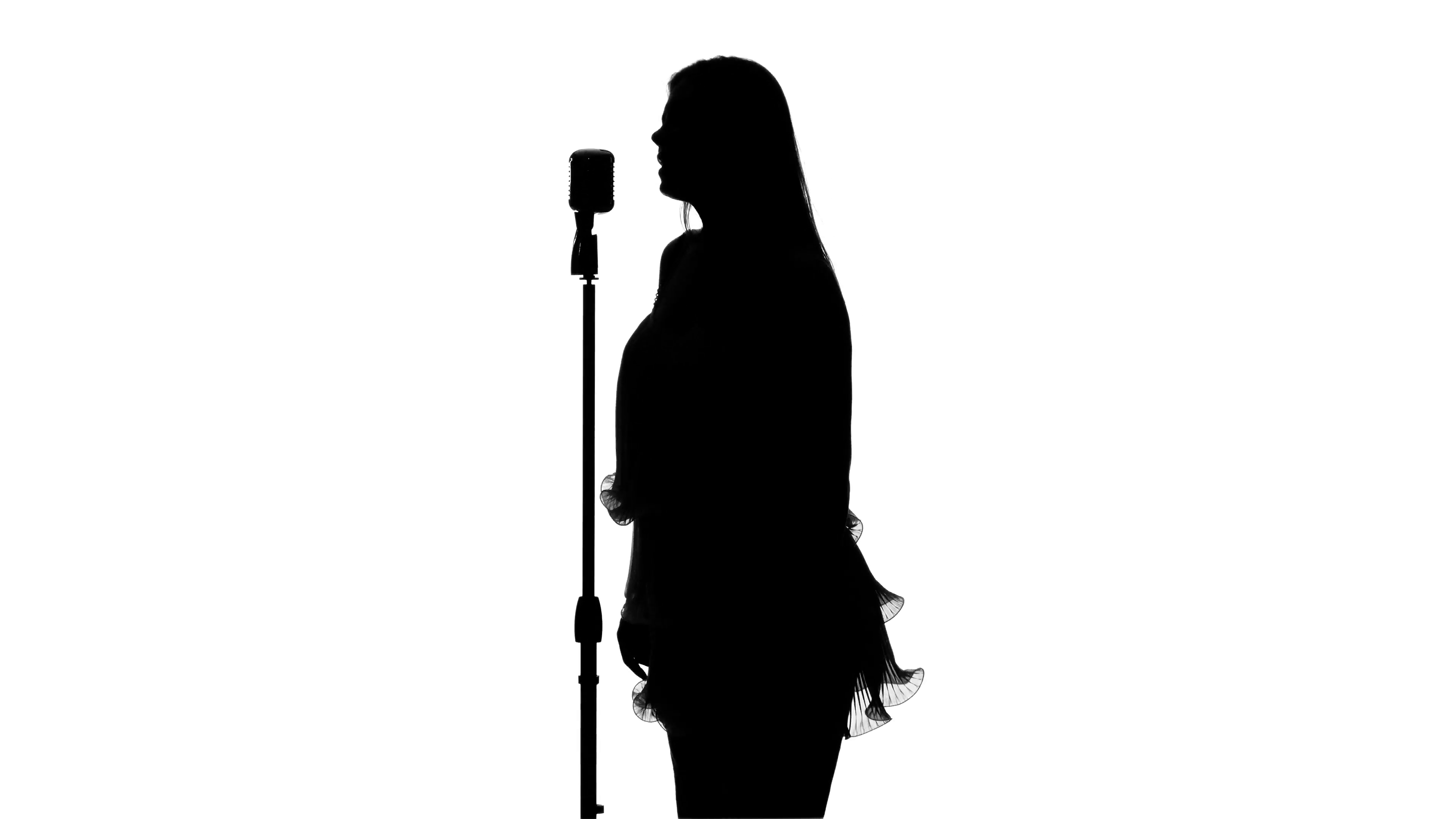 3840x2160 Singer Singing In Front Of A Retro Microphone. White. Silhouette