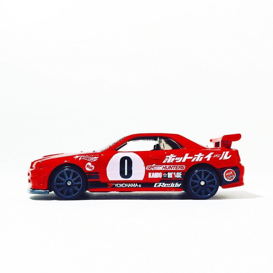 1080x1080 Nissan Skyline Gt R (R34)