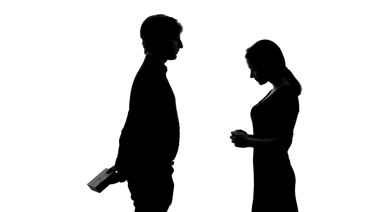 1280x720 Male Silhouette Gives Present To Pretty Lady, Romantic Anniversary