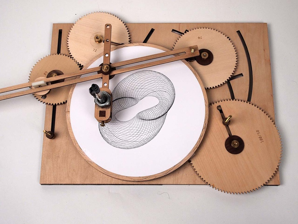 1000x750 The Cycloid Drawing Machine, A Device That Uses Wooden Gears