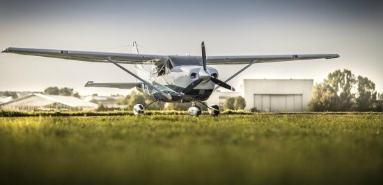 550x267 Flying Cessna 206