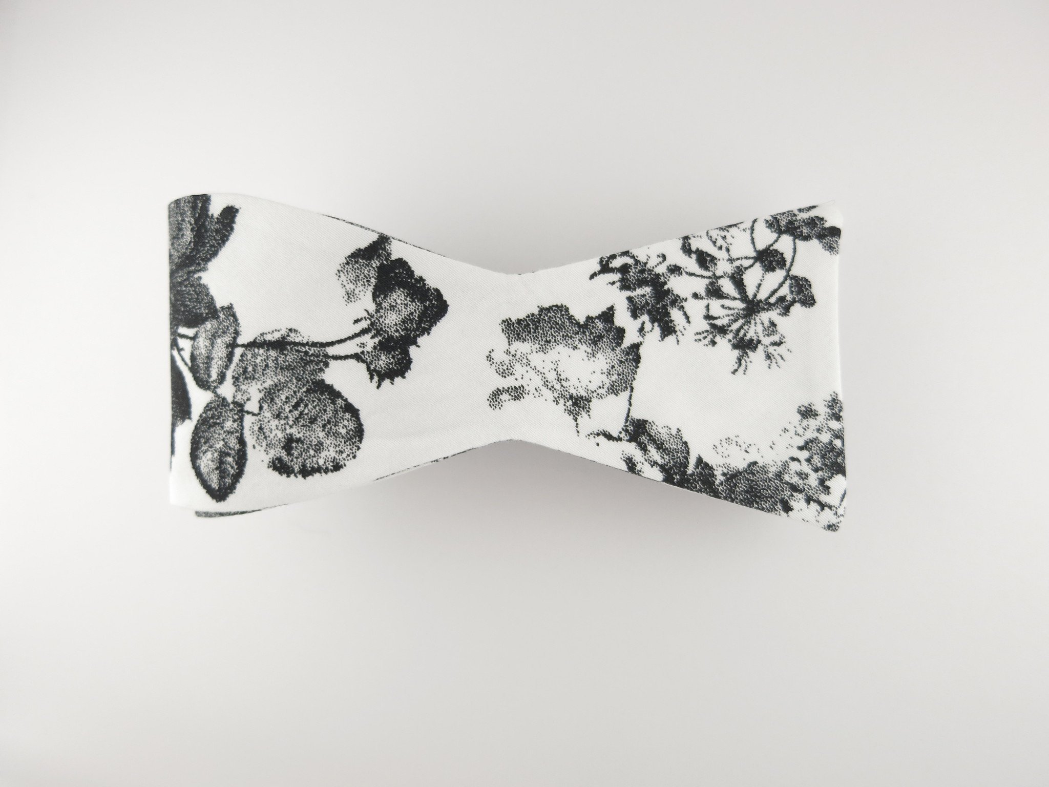 2048x1536 Floral Bow Tie, Antique Watercolor, Flat End Suitedman