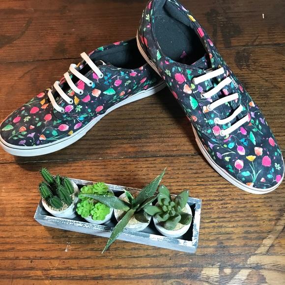 1633d019444ec1 580x580 Vans Shoes Watercolor Floral Elastic Lace Slip Ons Low Poshmark